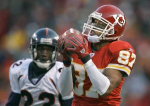 DAVID EULITT/The Kansas City Star--11272005--CHIEFS PATRIOTS--Kansas City Chiefs wide receiver Eddie Kennison beat Denver Broncos cornerback Domonique Foxworth to a 54-yard pass in the second quarter Sunday afternoon, December 4, 2005 at Arrowhead Stadium in Kansas City, Mo. Kennison was the team's top receiver with 108 yards. The Chiefs won 31-27. cutline: Receiver Eddie Kennison (right) got past Denver cornerback Domonique Foxworth and made a 54-yard catch.